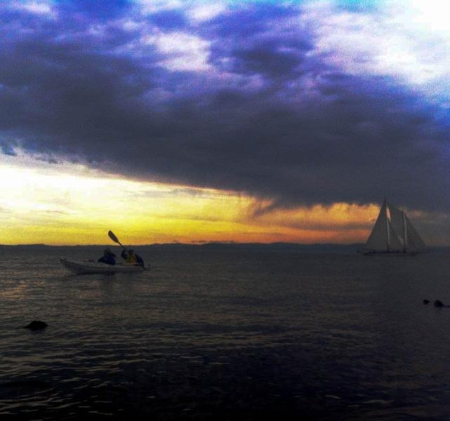 sail-boat-on-the-horizon